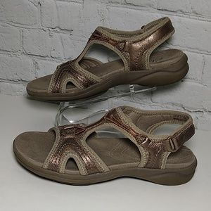 Clark In- Motion Sandals Bronze 6 M